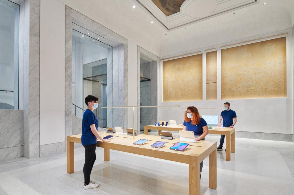 Esta imagen tiene un atributo ALT vacío; su nombre de archivo es El-recinto-historico-Palazzo-Marignoli-se-convierte-en-una-Apple-Store-inmobiliare-2-1024x679.jpg