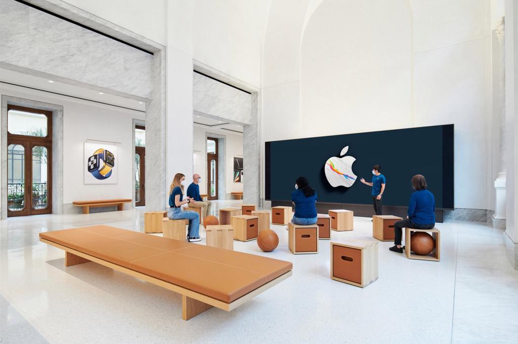 Esta imagen tiene un atributo ALT vacío; su nombre de archivo es El-recinto-historico-Palazzo-Marignoli-se-convierte-en-una-Apple-Store-inmobiliare-4-1024x679.jpg