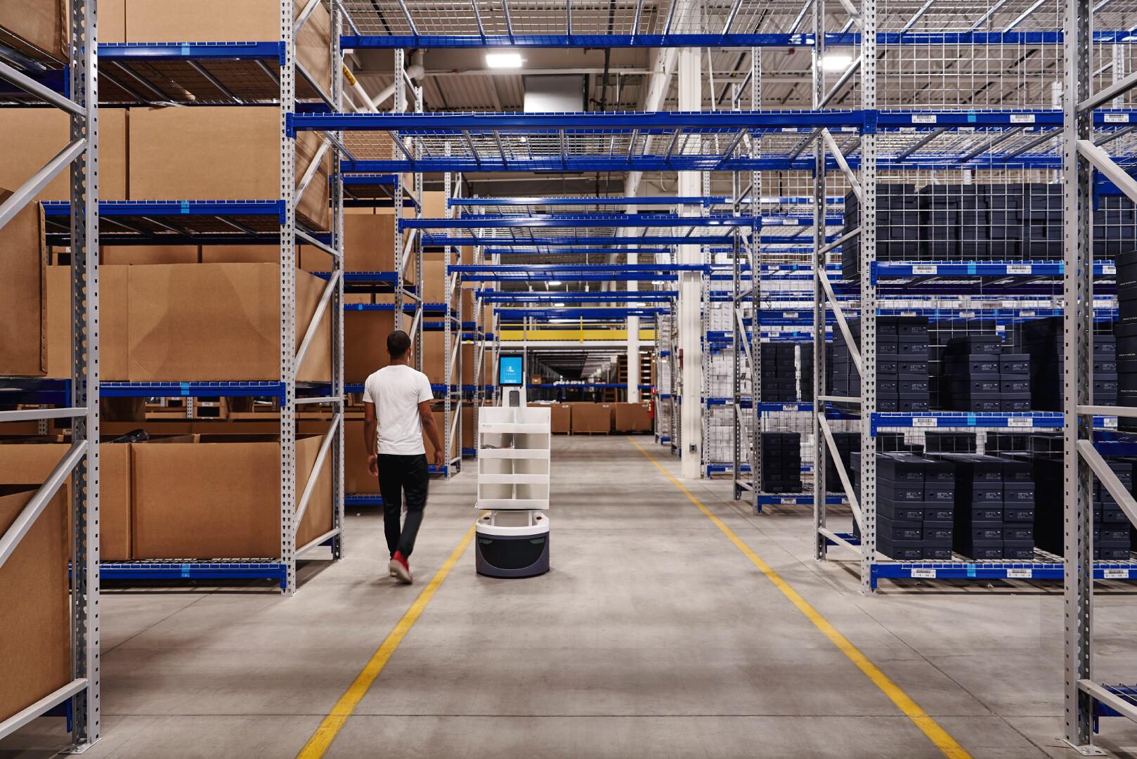 automatización-de-almacenes-la-robótica-marca-la-diferencia-3-alt