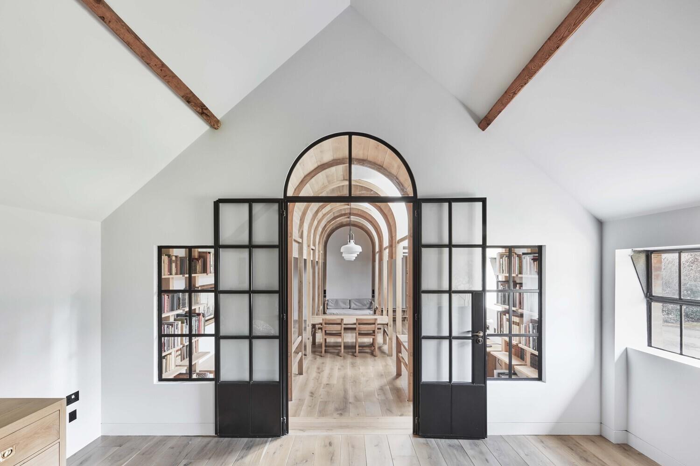 biblioteca-stanbridge-mill-una-granja-reconvertida-en-biblioteca-2-alt